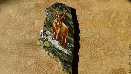 Роспись по камню ручной работы. Ярмарка Мастеров - ручная работа. Купить Горный козел Алтай Магнит из яшмы роспись на камне. Handmade.