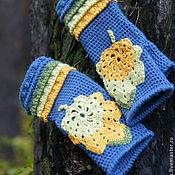 Митенки ручной работы. Ярмарка Мастеров - ручная работа Теплые вязаные женские митенки на осень зиму синие с листьями. Handmade.