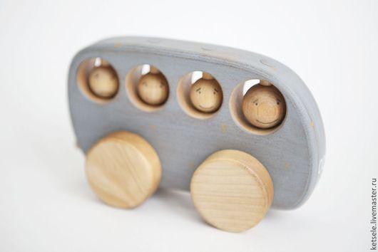 Детская игрушка - автобус деревянный