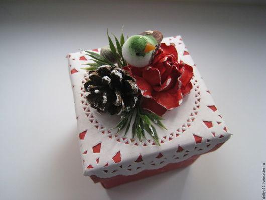 Подарочная упаковка ручной работы. Ярмарка Мастеров - ручная работа. Купить Коробочка с зеленой птичкой для новогоднего подарка. Handmade.