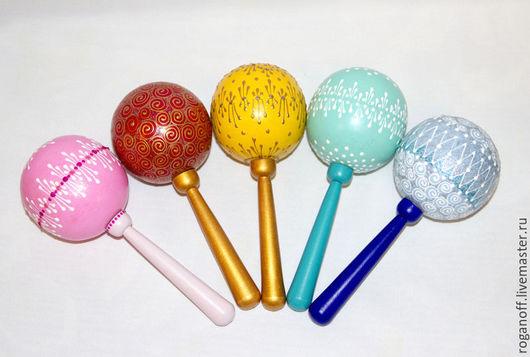 Погремушка  шар, деревянная. Высота 170 мм. Диаметр шара 45 мм. Варианты расцветок....