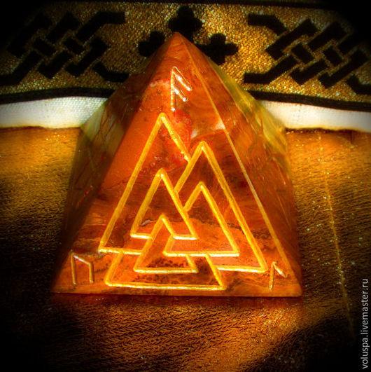 Медитация ручной работы. Ярмарка Мастеров - ручная работа. Купить Пирамида «Валькнут - Сердце Алтаря», рунический артефакт. Handmade. Комбинированный