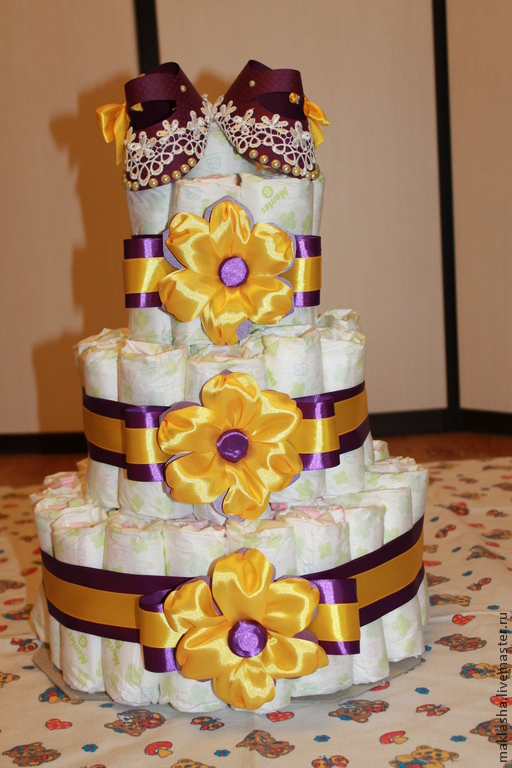 Подарки для новорожденных, ручной работы. Ярмарка Мастеров - ручная работа. Купить Торт из подгузников лиловый. Handmade. Торт из памперсов, бусины