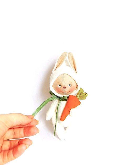 Игрушки животные, ручной работы. Ярмарка Мастеров - ручная работа. Купить Весенний зайчик с морковкой. Handmade. Белый, текстильная кукла