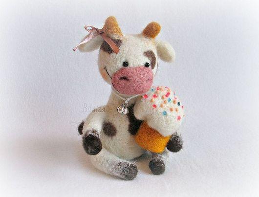 Игрушки животные, ручной работы. Ярмарка Мастеров - ручная работа. Купить Пасхальная коровка. Handmade. Пасха, куличик, шёлковая лента