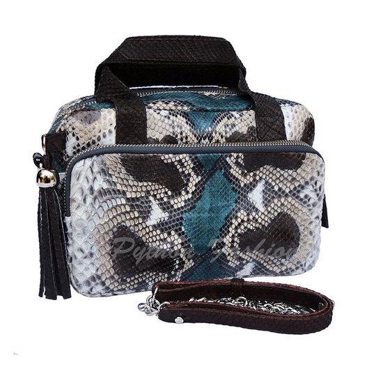Сумочка из питона. Красивая сумочка из питона на длинной цепочке. Модная сумочка из питона на плечо. Дизайнерская сумочка из питона. Сумочка кроссбоди из питона. Женская сумочка из питона с кисточками