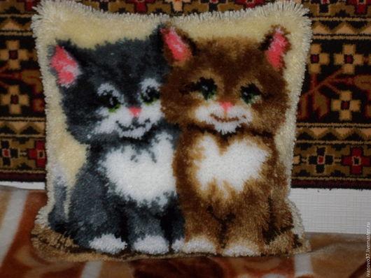 Текстиль, ковры ручной работы. Ярмарка Мастеров - ручная работа. Купить Подушка пушистая-два кота. Handmade. Комбинированный