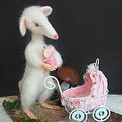 Куклы и игрушки ручной работы. Ярмарка Мастеров - ручная работа Композиция интерьерная Валяная игрушка Крыса - мама. Handmade.