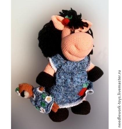 """Игрушки животные, ручной работы. Ярмарка Мастеров - ручная работа. Купить """"Лошадка Лола с игрушкой"""". Handmade. Подарок на новый год, подарок"""