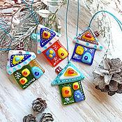 Сувениры и подарки handmade. Livemaster - original item Christmas decorations: Winter houses made of glass Christmas decorations. Fusing.. Handmade.