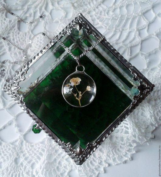 Прозрачный кулон с настоящими цветами. Стекло, олово с серебром. Техника Тиффани