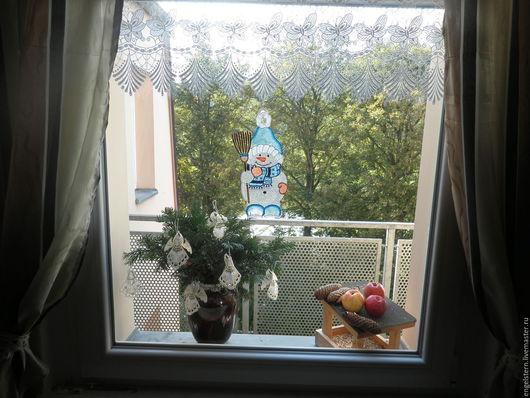 """Подвески ручной работы. Ярмарка Мастеров - ручная работа. Купить Рождественское кружевное пано для окон """" Снеговик Игореша"""". Handmade."""