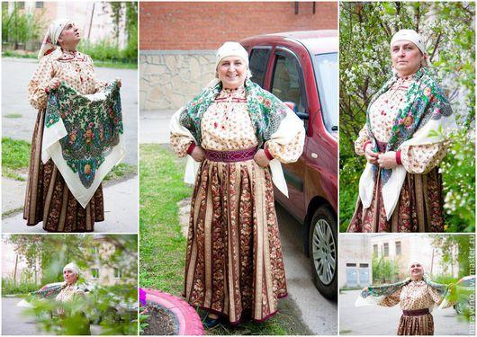 Костюм выполнен по мотивам женского традиционного уралосибирского костюма. Рубаха на кокетке, юбка андарак, пояс-шитик.
