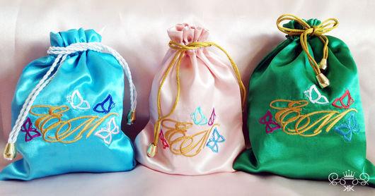 Подарки для влюбленных ручной работы. Ярмарка Мастеров - ручная работа. Купить Мешочек именной из атласной ткани монограмма бабочки. Handmade.