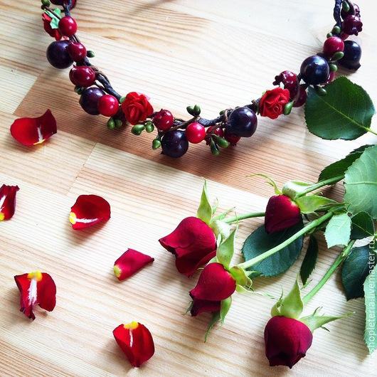 Диадемы, обручи ручной работы. Ярмарка Мастеров - ручная работа. Купить Веночек с ягодками и цветами. Handmade. Разноцветный, зеленый, проволока