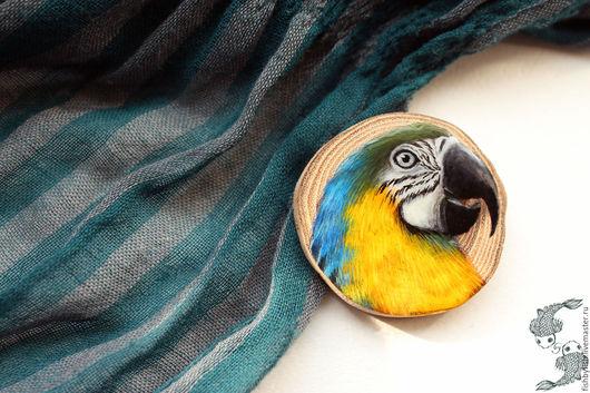 Броши ручной работы. Ярмарка Мастеров - ручная работа. Купить Брошь с арой. Handmade. Комбинированный, птица, миниатюра, деревянная брошь