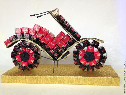 Букеты ручной работы. Ярмарка Мастеров - ручная работа. Купить Мотоцикл из конфет. Handmade. Мотоцикл, конфетная композиция