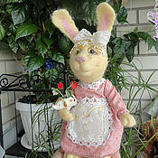 Куклы и игрушки ручной работы. Ярмарка Мастеров - ручная работа Валяная зайка - Тетушка Зая. Handmade.