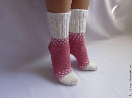 Носки, чулки ручной работы. Носки вязаные. Носочки вязаные «Первые снежинки» из коллекции «Подарки». Olgafrancesca . Ярмарка мастеров.