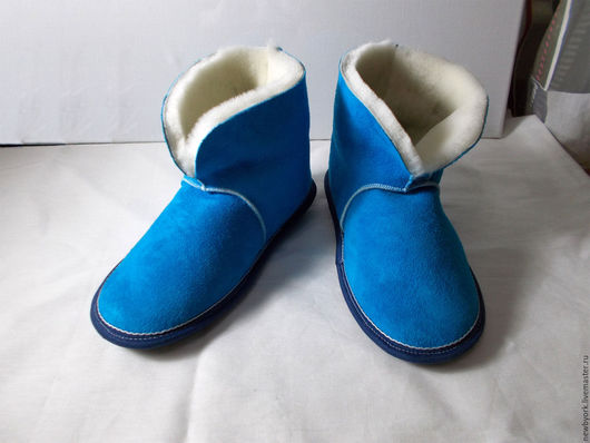 Обувь ручной работы. Ярмарка Мастеров - ручная работа. Купить Чуни из натуральной овчины бирюзовые. Handmade. Синий, подарок девушке