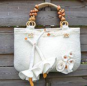 """Классическая сумка ручной работы. Ярмарка Мастеров - ручная работа Комплект: Валяная сумка и шарф """"Des blanches """" для свадьбы. Handmade."""