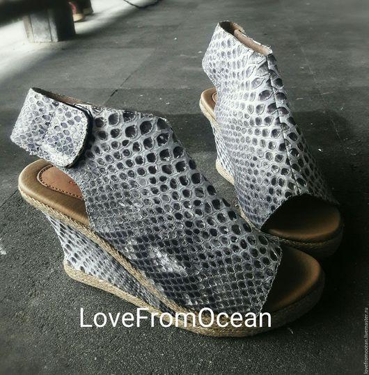 Обувь ручной работы. Ярмарка Мастеров - ручная работа. Купить Босоножки на платформе из натуральной кожи питона. Handmade. Чёрно-белый