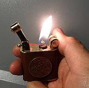 Сувениры и подарки ручной работы. Ярмарка Мастеров - ручная работа Зажигалка лифтарм, с кожей и монеткой. Handmade.