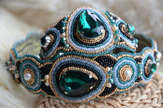 Диадемы, обручи ручной работы. Ярмарка Мастеров - ручная работа. Купить Ободок и браслет с зелеными кристаллами. Handmade. Тёмно-зелёный