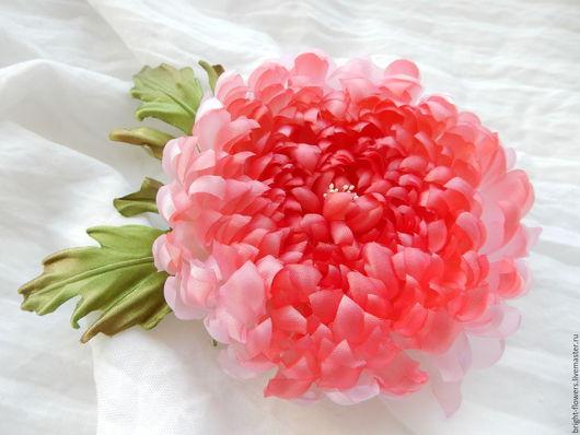 """Цветы ручной работы. Ярмарка Мастеров - ручная работа. Купить Брошь/прищепка для волос """"Хризантема"""". Handmade. Ярко-красный, хризантема из шелка"""