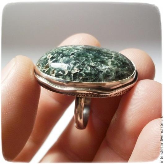 """Кольца ручной работы. Ярмарка Мастеров - ручная работа. Купить Кольцо """"Песок"""" с серафинитом. Handmade. Оливковый, серебряное кольцо, подарок"""