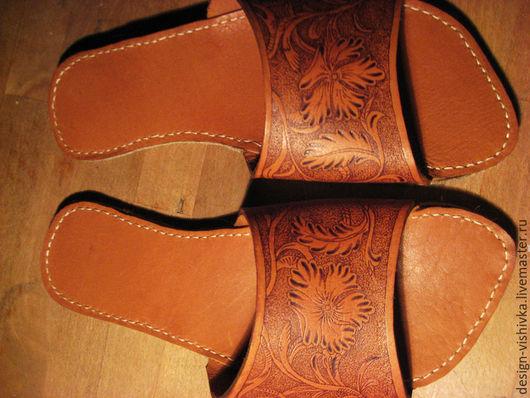 Обувь ручной работы. Ярмарка Мастеров - ручная работа. Купить Домашние тапочки кожаные, женские. Handmade. Тапочки из кожи, войлок