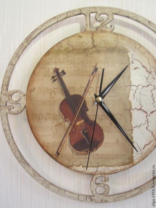 """Часы для дома ручной работы. Ярмарка Мастеров - ручная работа. Купить Часы """"Скрипка на нотном листе"""" круглые деревянные настенные. Handmade."""