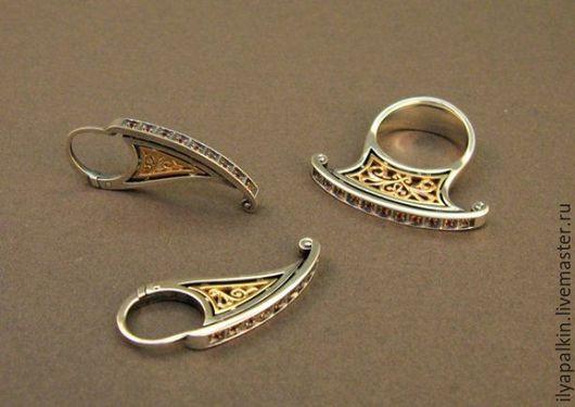 Гарнитур `Сударушка` выполнен из серебра и золота с использованием сапфиров ,  по старинным традиционным техникам литья и оксидирования.