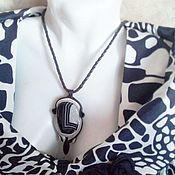Черно- белый авторский кулон из кожи и агата
