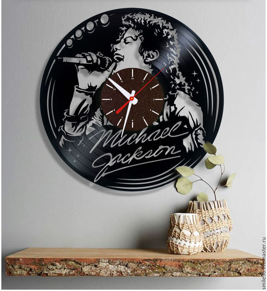 """Часы для дома ручной работы. Ярмарка Мастеров - ручная работа. Купить Часы из пластинки """"Король"""". Handmade. Комбинированный, майкл джексон"""