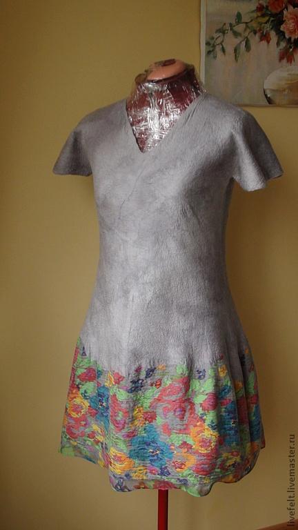 Платья ручной работы. Ярмарка Мастеров - ручная работа. Купить Валяное платье 2 в 1 серое прямое в цветочек. Handmade.