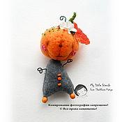 Куклы и игрушки ручной работы. Ярмарка Мастеров - ручная работа Буууу... Тыква. Миниатюрная игрушка. БРОШЬ.. Handmade.