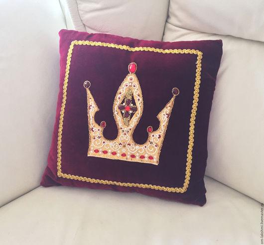 Текстиль, ковры ручной работы. Ярмарка Мастеров - ручная работа. Купить подушка декоративная Корона для авто или дома. Handmade.