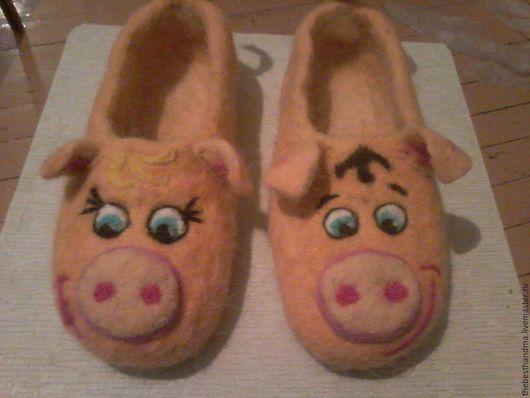 """Обувь ручной работы. Ярмарка Мастеров - ручная работа. Купить Тапочки """" Поросята"""". Handmade. Оранжевый, тапочки, тапочки из шерсти"""