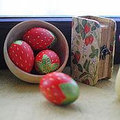 Подарки к праздникам ручной работы. Ярмарка Мастеров - ручная работа Земляничные яйца и шкатулочка. Handmade.