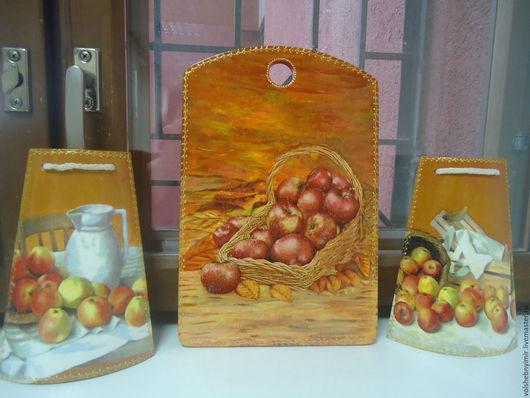 Комплект `Яблочный` - доска разделочная и две настенные черепички. Размеры(см): Доска 20*30,черепички 12*21 цена 1500 р