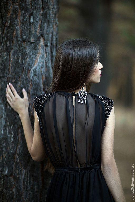 Платье вечернее. Длинное черное платье. Платье в пол с расшитыми рукавами. Платье с прозрачным топом и длинной юбкой.
