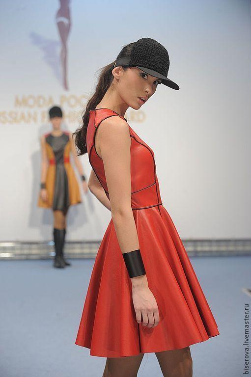 Платья ручной работы. Ярмарка Мастеров - ручная работа. Купить Красное кожаное платье с черным кожаным кантом. Handmade. лошадь