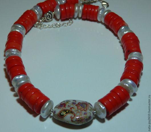 Колье, бусы ручной работы. Ярмарка Мастеров - ручная работа. Купить Ожерелье из коралла и жемчуга с бусиной Тенша. Handmade.