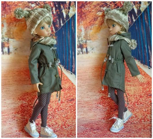 Куртка-парка с `пингвиньим хвостиком` и капюшоном,  для куклы формата МСД. Курточка сшита из плащевой ткани. Яркая подкладка из 100% х/б ткани.