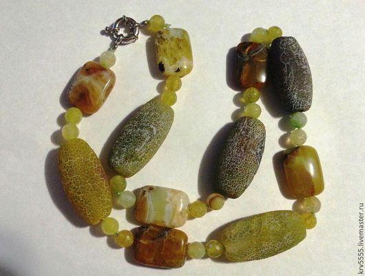 Агат африканский кракле, салатово-зеленого цвета, шершавый, матовый и прямоугольники желтого опала.. Осень красивый.