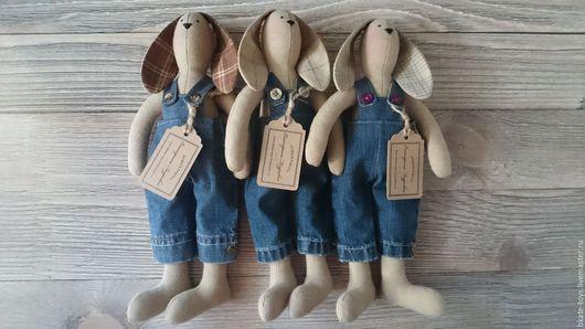 Игрушки животные, ручной работы. Ярмарка Мастеров - ручная работа. Купить Интерьерная текстильная игрушка Тильда Зайка в джинсах. Handmade.