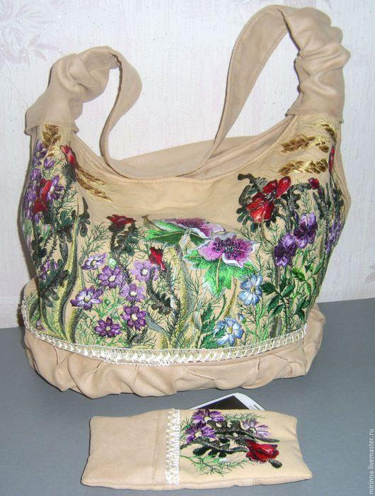 """Сумки и аксессуары ручной работы. Ярмарка Мастеров - ручная работа. Купить вышитая сумка """"ЦВЕТЫ НА КЛУМБЕ""""авторская купить. Handmade."""
