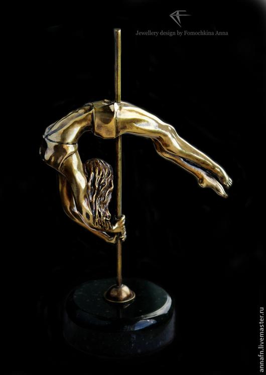 Статуэтка из бронзы на подставке из змеевика - 7500р