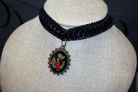 чокер, кулон чокер розы, красные розы. кулон с розами, кулон с вышивкой, черный чокер, чокер с розами, дорогая бижутерия. украшение с вышивкой, вышитый кулон, чокер в подарок, чокер с подвеской